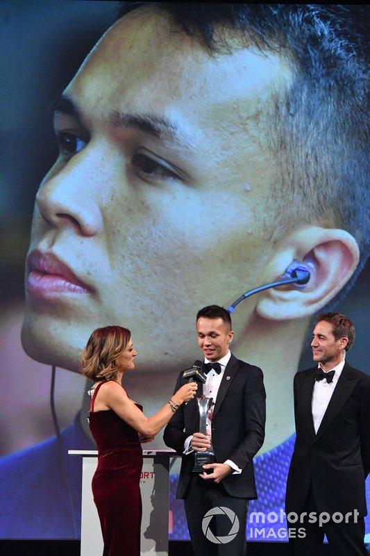 Alexander Albon, Red Bull Racing, gana el Premio al Debutante del Año