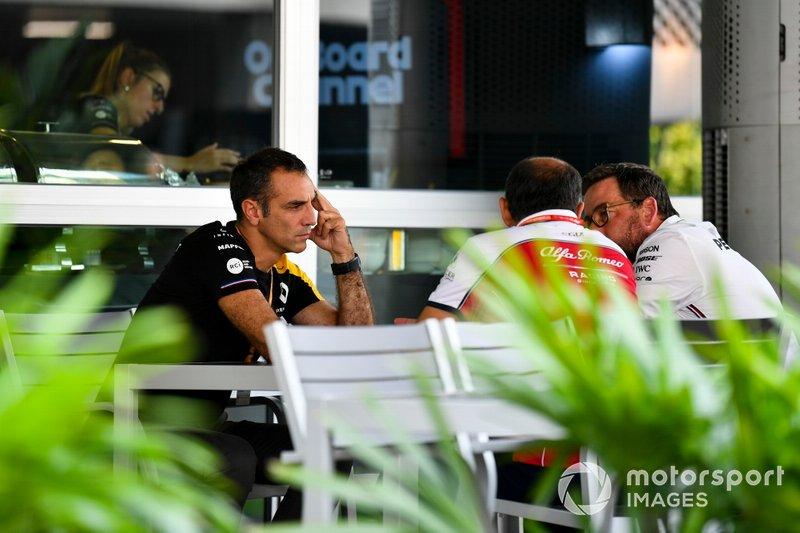 Cyril Abiteboul, Managing Director, Renault F1 Team and Frederic Vasseur, Team Principal, Alfa Romeo Racing
