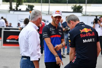 Jonathan Wheatley, Team Manager, Red Bull Racing e Pierre Gasly, Toro Rosso