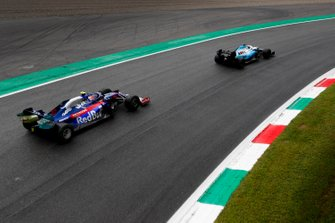 George Russell, Williams Racing FW42, devant Daniil Kvyat, Toro Rosso STR14