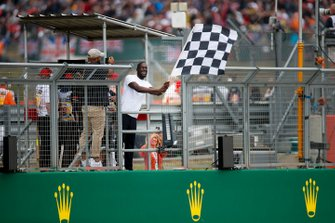 Stormzy, Rapper waves the finish flag