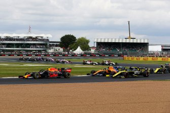 Pierre Gasly, Red Bull Racing RB15, leads Lando Norris, McLaren MCL34, and Daniel Ricciardo, Renault F1 Team R.S.19, at the start