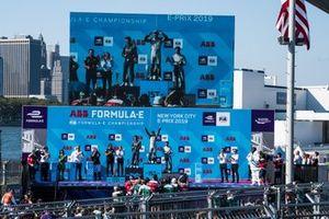 Race winner Sébastien Buemi, Nissan e.Dams celebrates on the podium with Mitch Evans, Panasonic Jaguar Racing, 2nd position, Antonio Felix da Costa, BMW I Andretti Motorsports, 3rd position