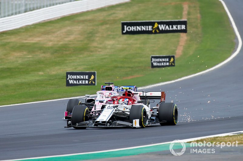 Antonio Giovinazzi, Alfa Romeo Racing C38 and Sergio Perez, Racing Point RP19 battle