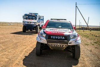 Nasser Al Attiyah y Mathieu Baumel, Toyota Gazoo Racing SA, Toyota Hilux (201), Andrey Karginov, Andrey Mokeev e Ivan Malkov, KAMAZ 43509 (300)