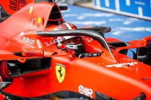 Charles Leclerc, Ferrari, 1ª posición, llega a Parc Ferme