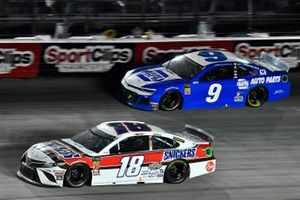 Kyle Busch, Joe Gibbs Racing, Toyota Camry Snickers Throwback and Chase Elliott, Hendrick Motorsports, Chevrolet Camaro NAPA Throwback