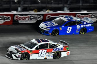 Kyle Busch, Joe Gibbs Racing, Toyota Camry Snickers Throwback and Chase Elliott, Hendrick Motorsports, Chevrolet Camaro NAPA Throwback