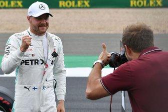 Pole Sitter Valtteri Bottas, Mercedes AMG F1 poses for Glenn Dunbar, Motorsport Images Photographer