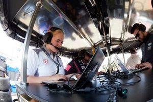 Une ingénieure de Jack Harvey, Meyer Shank Racing with Arrow SPM