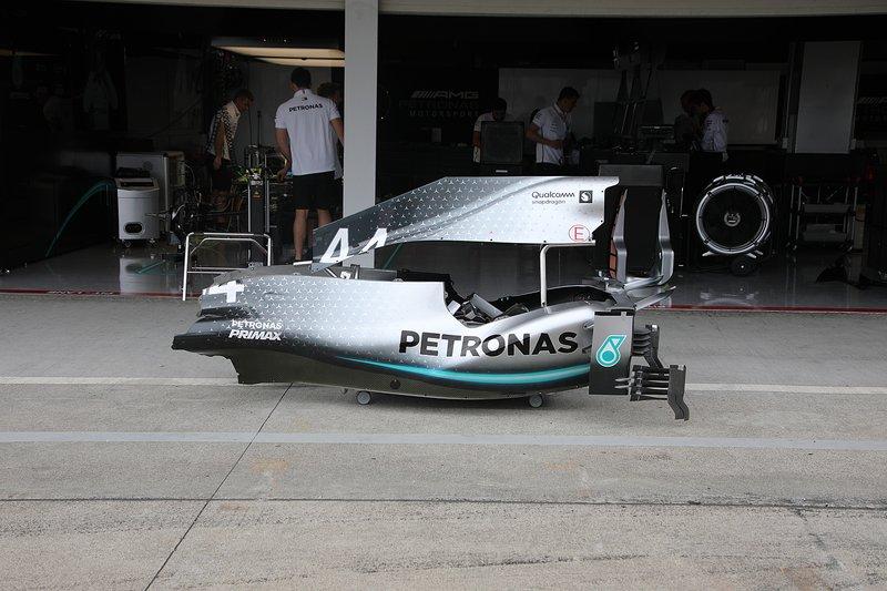 Capot moteur de la Mercedes F1 AMG W10