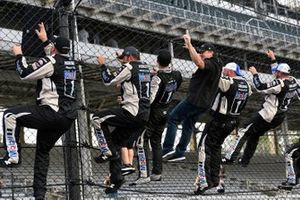 1. Kevin Harvick, Stewart-Haas Racing, mit Rodney Childers und Tony Stewart