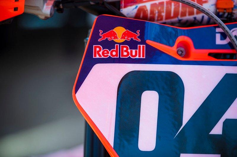 Detalle moto de motocross Andrea Dovizioso