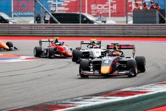 Лиам Лоусон, MP Motorsport, и Фабио Шерер, Sauber Junior Team by Charouz