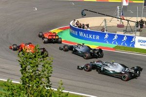 Charles Leclerc, Ferrari SF90, devant Sebastian Vettel, Ferrari SF90, Lewis Hamilton, Mercedes AMG F1 W10 et Valtteri Bottas, Mercedes AMG W10.