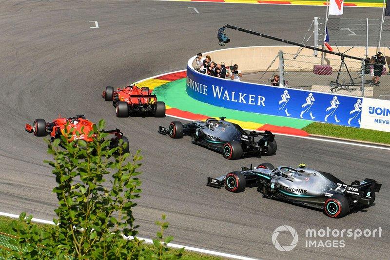 Charles Leclerc, Ferrari SF90, Sebastian Vettel, Ferrari SF90, Lewis Hamilton, Mercedes AMG F1 W10 veValtteri Bottas, Mercedes AMG W10.