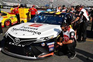 Matt DiBenedetto, Leavine Family Racing, Toyota Camry Toyota Express Maintenance crew