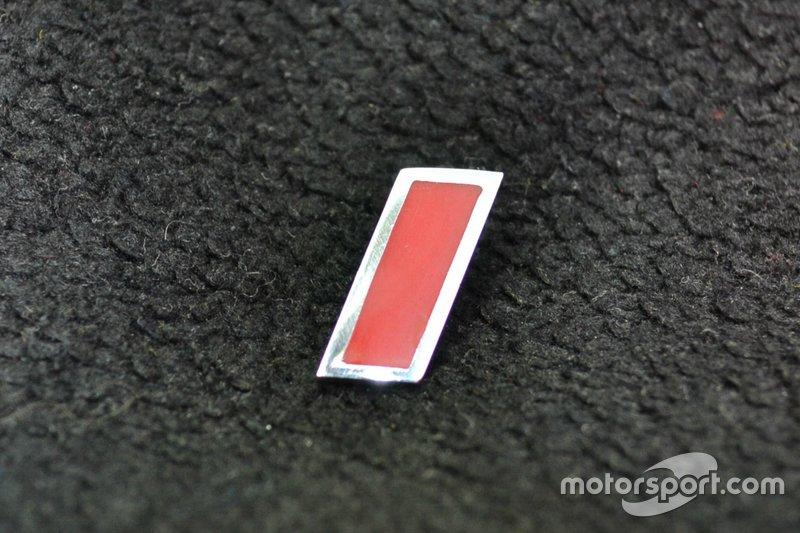 """Pin de lapela """"I"""" F.Inter em prata, que pode ser usado como brinco"""