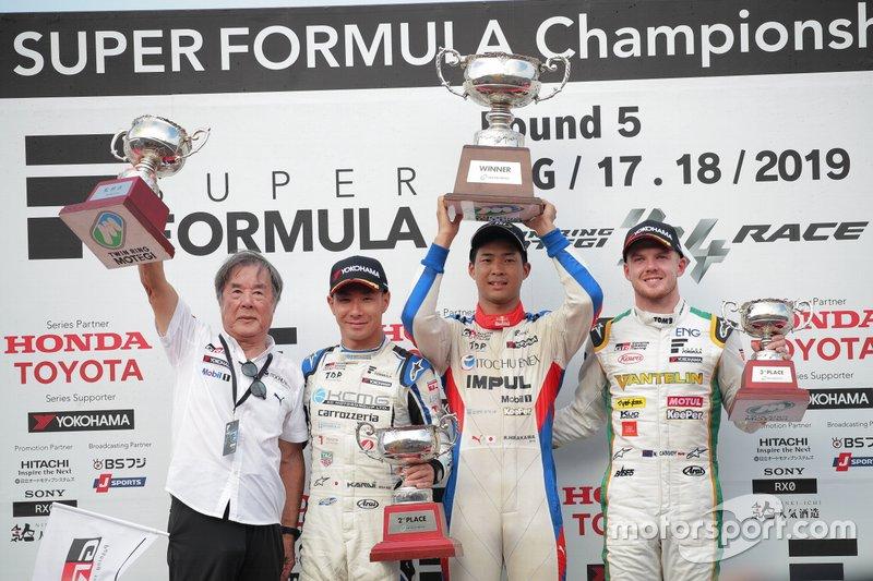 Podium: race winner Ryo Hirakawa, Team Impul, second place Kamui Kobayashi, KCMG, third place Nick Cassidy, Team Tom's