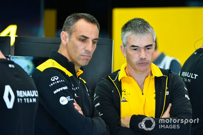 Cyril Abiteboul, Managing Director, Renault F1 Team, and Nick Chester, Technical Director, Renault F1 Team