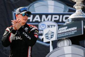 Josef Newgarden, Team Penske Chevrolet celebra el campeonato NTT IndyCar