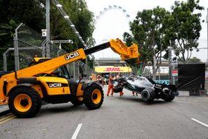 Coche de Valtteri Bottas, Mercedes AMG W10 en recuperación
