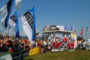 Подиум: победители Отт Тянак и Мартин Ярвеоя, второе место – Крис Мик и Себастьян Маршалл, третье место – Яри-Матти Латвала и Миикка Анттила, Toyota Gazoo Racing WRT