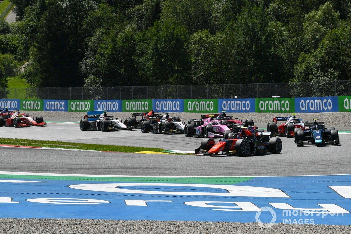 Salida: Felipe Drugovich, MP Motorsport, Dan Ticktum, Dams, Robert Shwartzman, Prema Racing, Giuliano Alesi, HWA Racelab