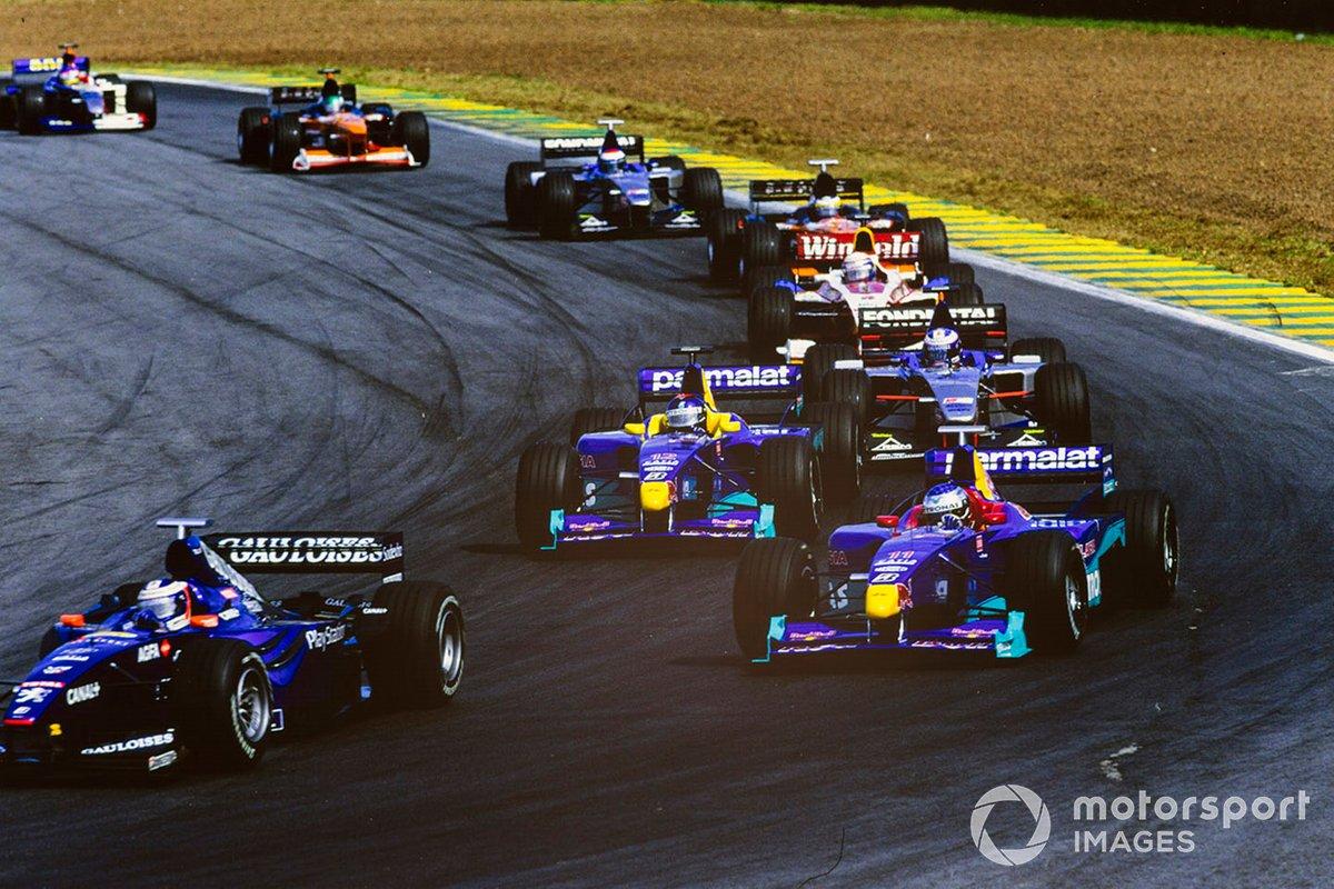 Olivier Panis, Prost AP02 Peugeot, lidera por delante de Jean Alesi, Sauber C18 Petronas, Pedro Diniz, Sauber C18 Petronas, Stephane Sarrazin, Minardi M01 Ford, Alex Zanardi, Williams FW21 Supertec