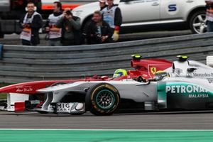 Felipe Massa, Ferrari 150 Italia y Nico Rosberg, Mercedes GP W02