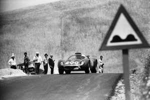 Giacomo Russo, Nino Todaro, Autodelta SpA, Alfa Romeo T33
