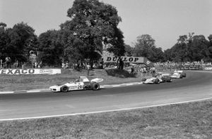 Wilson Fittipaldi, Brabham BT34 Ford leads Mike Beuttler, March 721G Ford and Chris Amon, Matra MS120C