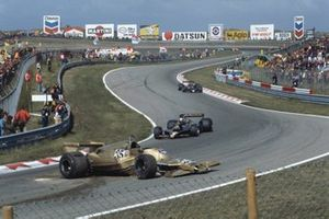 Mario Andretti, Ronnie Peterson, Lotus 78 Ford en Riccardo Patrese, Arrows A1-Ford Cosworth