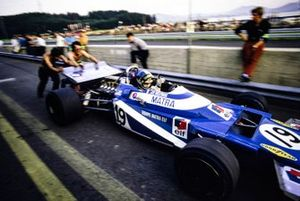Mechanics push Jean-Pierre Beltoise, Matra MS120 through the pit lane