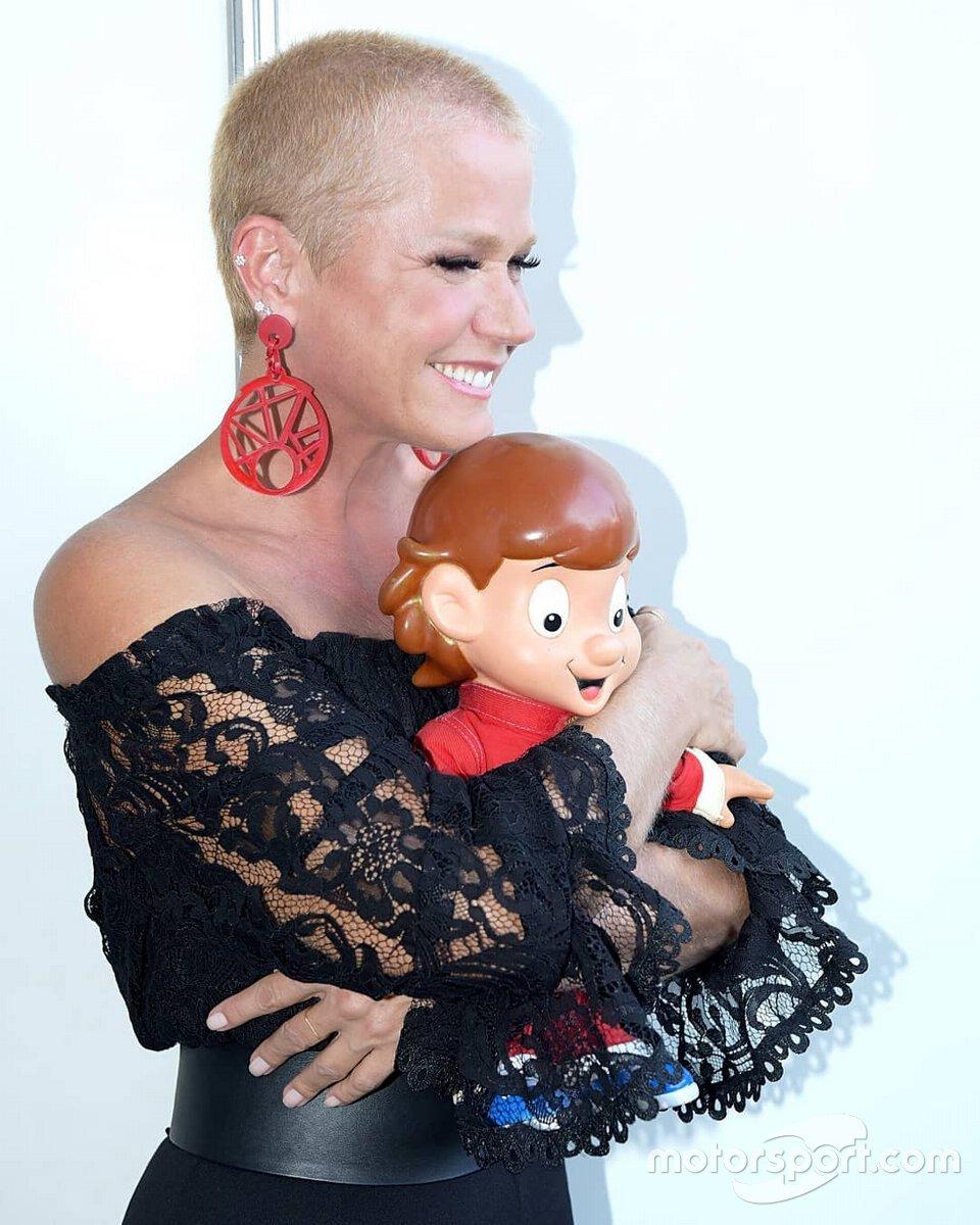 Xuxa e boneco do Senninha