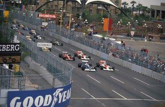 Jean Alesi, Tyrrell 018 Ford, Gerhard Berger, McLaren MP4-5B Honda, Andrea de Cesaris, Dallara BMS-190 Ford, Ayrton Senna, McLaren MP4-5B Honda at the start