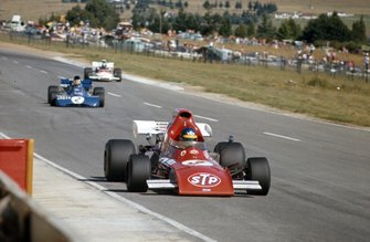 Ronnie Peterson, March 721 Ford leads François Cevert, Tyrrell 002 Ford