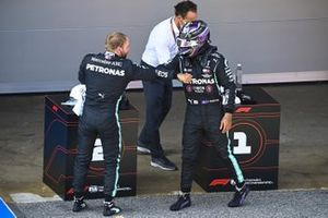 Valtteri Bottas, Mercedes-AMG Petronas F1 and Pole Sitter Lewis Hamilton, Mercedes-AMG Petronas F1 celebrate in Parc Ferme