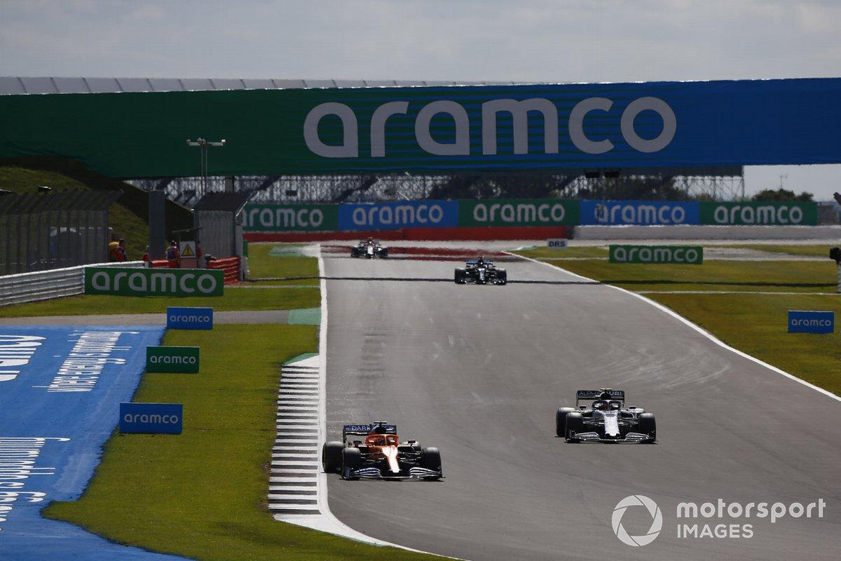 Carlos Sainz Jr., McLaren MCL35, Daniil Kvyat, AlphaTauri AT01