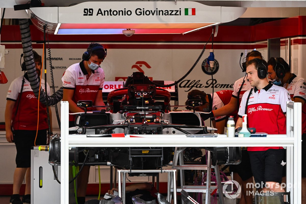 Mechanics work on the Antonio Giovinazzi Alfa Romeo Racing C39