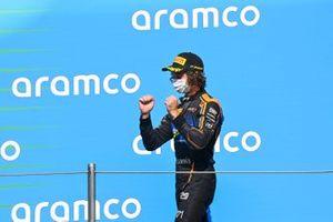 Alexander Peroni, Campos Racing Celebrates on the podium
