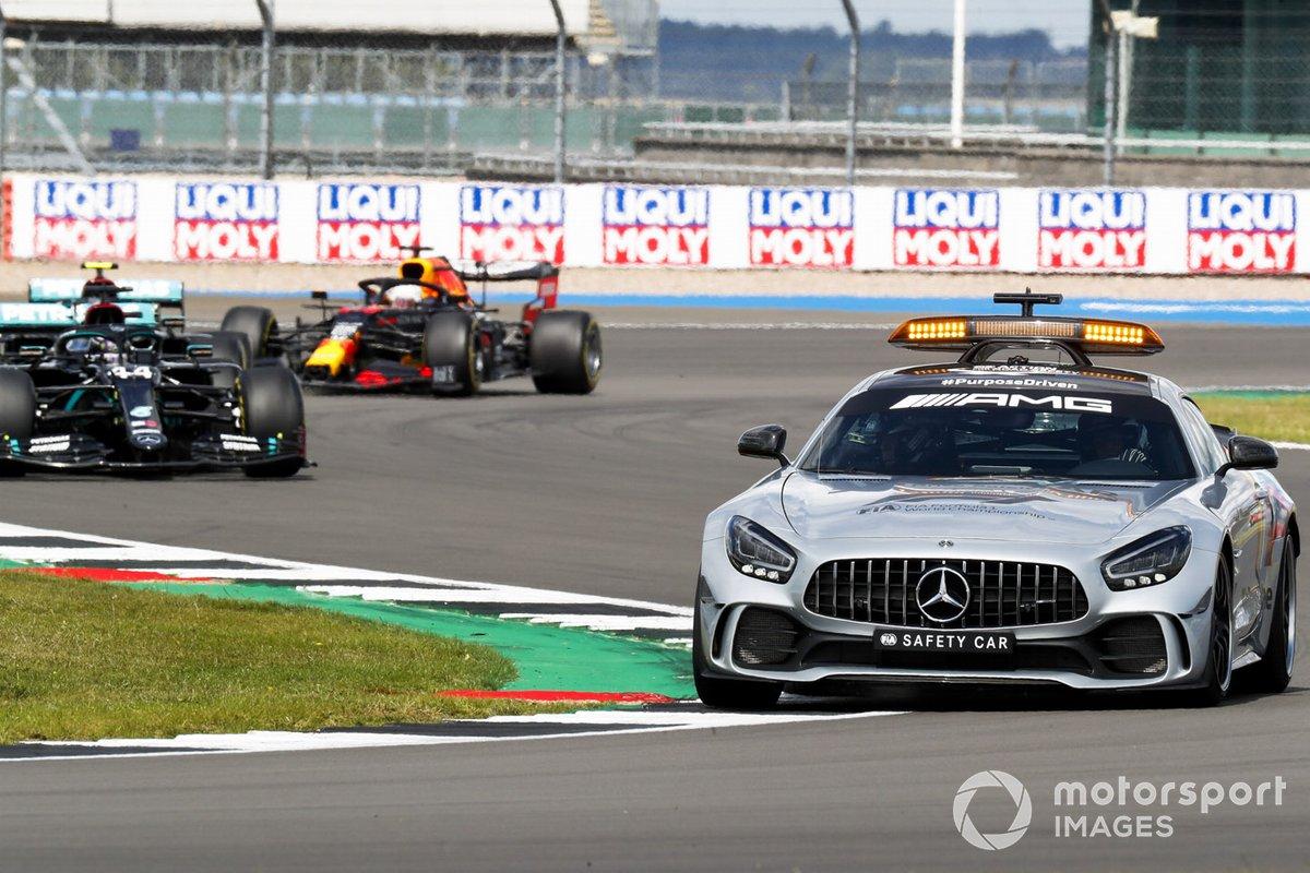 la Safety Car Lewis Hamilton, Mercedes F1 W11, Valtteri Bottas, Mercedes F1 W11, e Max Verstappen, Red Bull Racing RB16