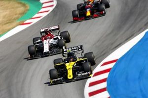 Esteban Ocon, Renault F1 Team R.S.20, leads Kimi Raikkonen, Alfa Romeo Racing C39, and Alex Albon, Red Bull Racing RB16
