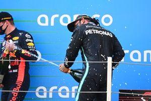Podio: ganador, Lewis Hamilton, Mercedes-AMG Petronas F1, el segundo lugar Max Verstappen, Red Bull Racing