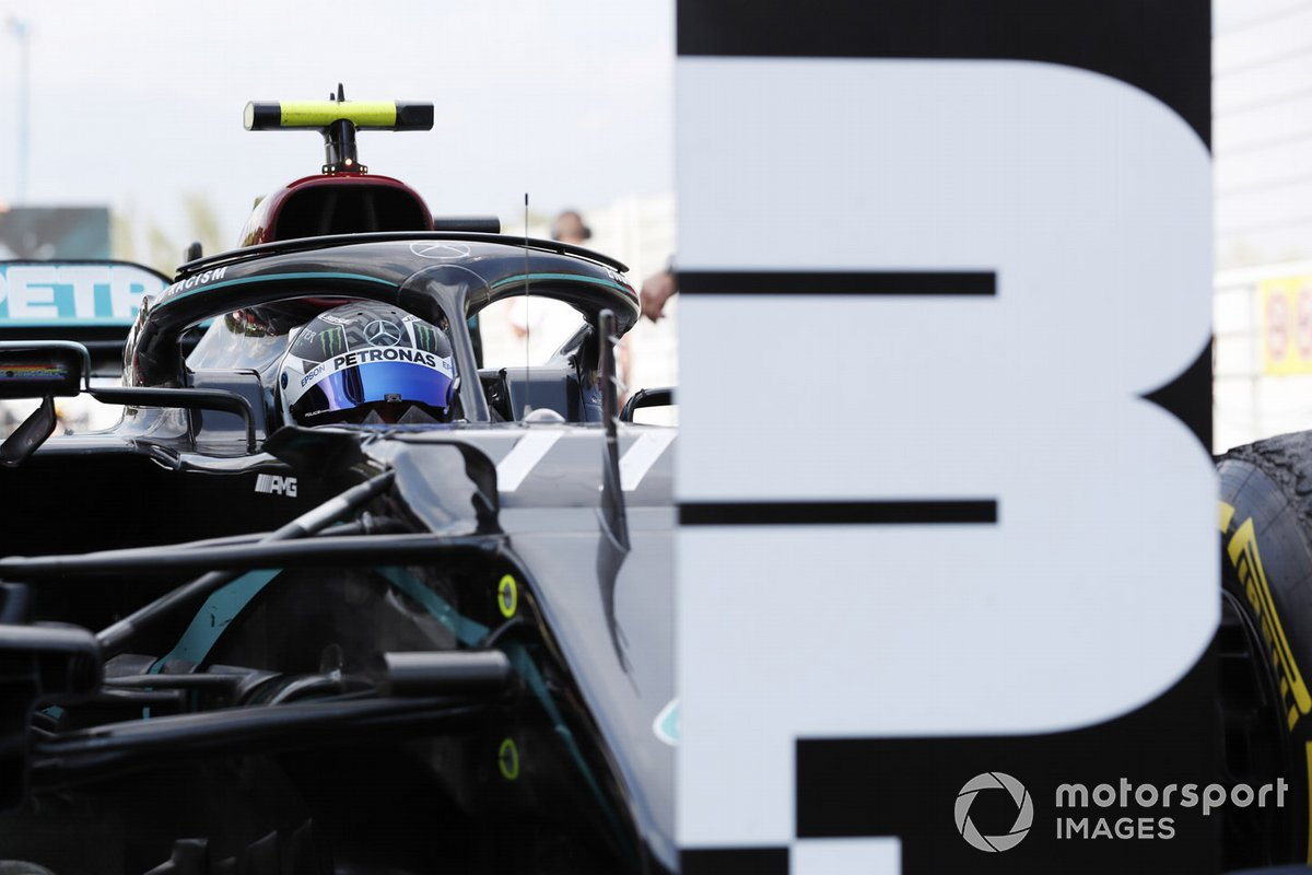 Tercer lugar Valtteri Bottas, Mercedes-AMG Petronas F1, celebra en parc ferme