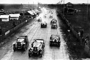 Start zu den 24h Le Mans 1923: Gonzague Lecureul, Flaud, führt