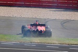 Sebastian Vettel, Ferrari SF1000, fait un tête à queue
