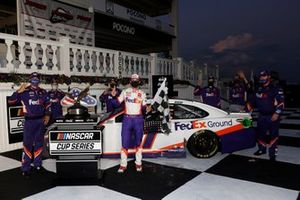Denny Hamlin, Joe Gibbs Racing, Toyota Camry FedEx Ground celebrates his won
