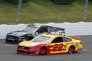 Joey Logano, Team Penske, Ford Mustang Shell Pennzoil and Corey LaJoie, Go FAS Racing, Built Bar Ford Mustang