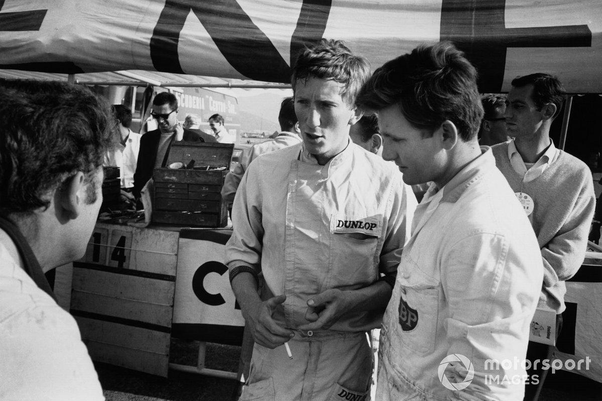 Австрийские болельщики, разумеется, горячо поддерживали своего первого земляка в Ф1 – дебютант Йохен Риндт за рулем Brabham команды Роба Уокера стал 13-м среди 20 участников Гран При